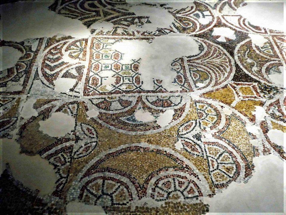 Bits of mosaic tiling