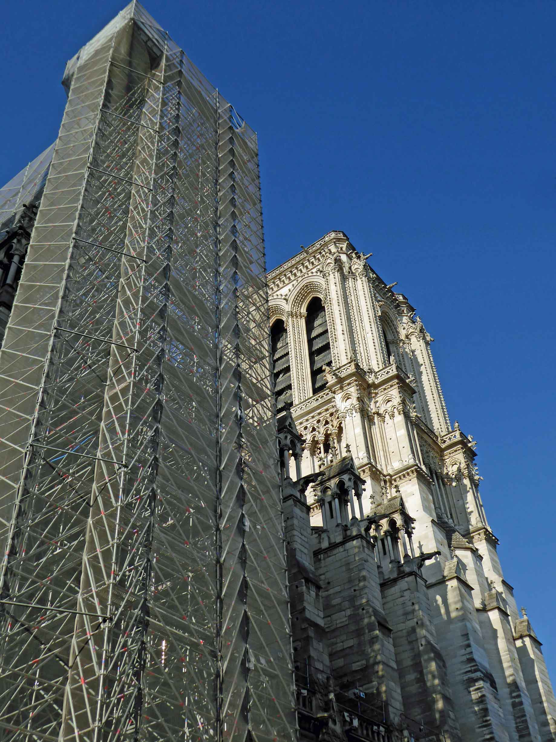 Large cathedral with one tower hidden by scaffolding