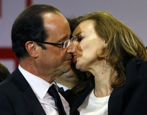 """Au Revoir"" - Ms Trierweiler going for the Presidential kiss."
