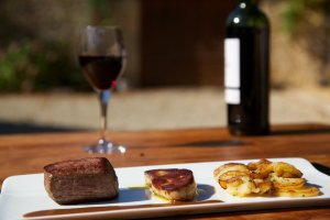 Sarlat Potatoes, Cahors wine (c) Mathieu Anglada