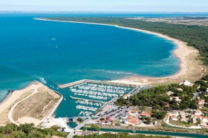 St Georges d'Oleron and some of the islands beaches from the air