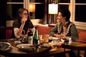 Talking, drinking and smoking... Kristen Stewart and Juliette Binoche