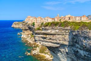 Corsica: poor but happy with 5.5 out of 10
