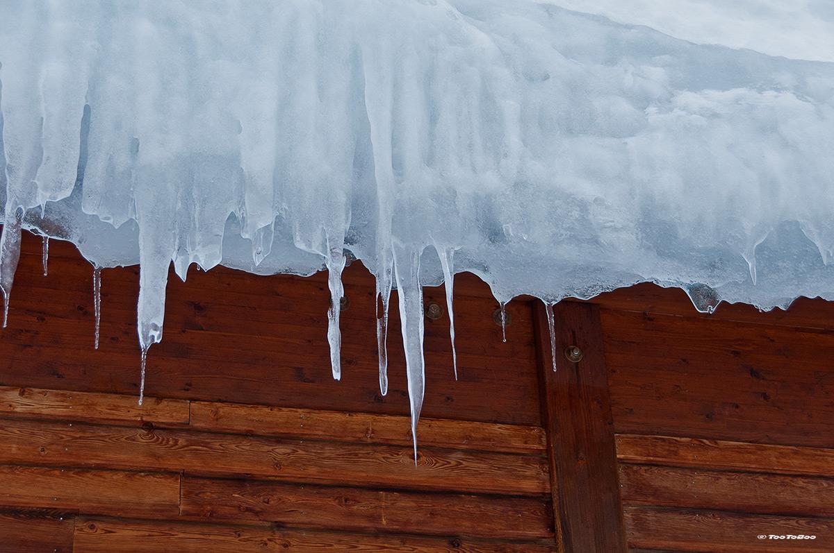 Plaque de neige sur le toit