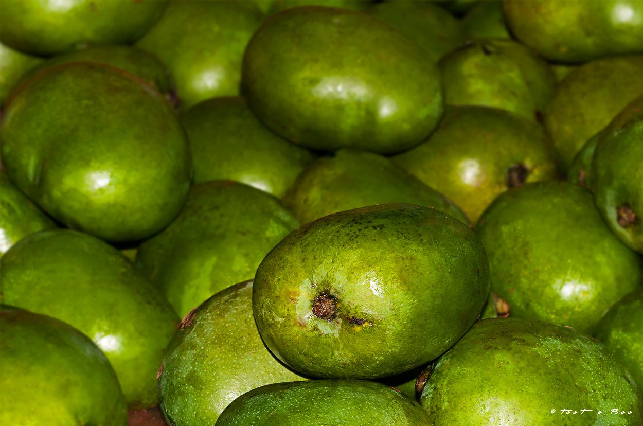 Mangues sur le marché de Mamoudzouà Mayotte