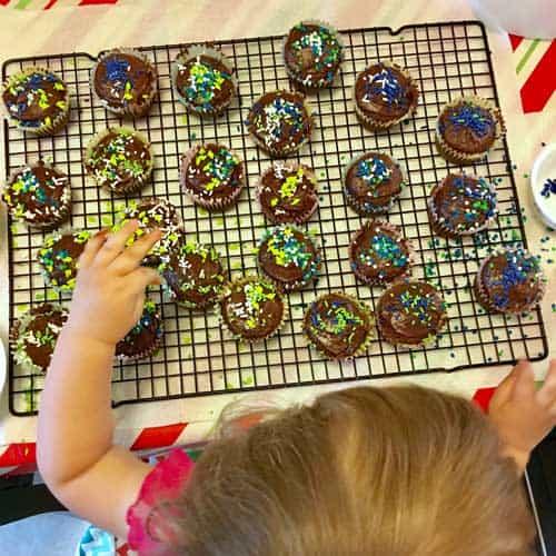 toddler baking cupcakes