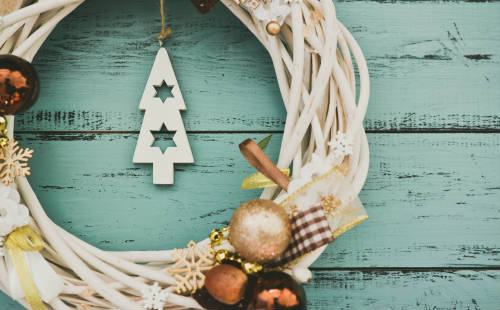 scale back your christmas decorations to reduce stress
