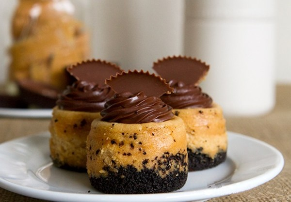 Mini Chocolate Peanut Butter Cheesecakes with Oreo Crust