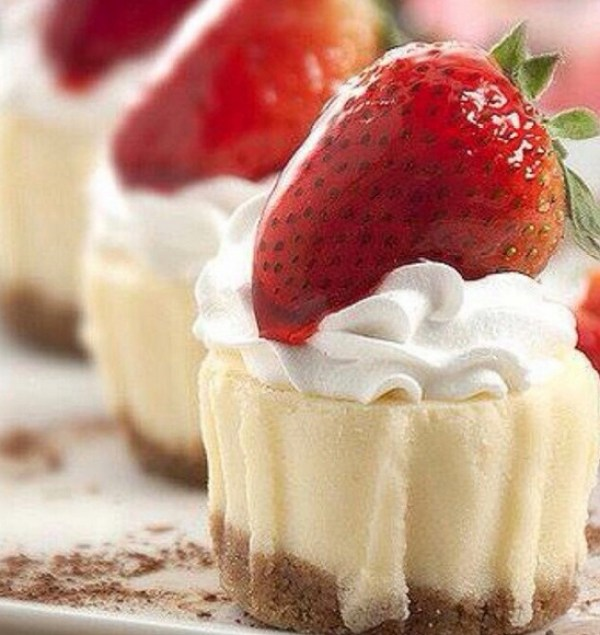 Mini strawberry cheesecake bites