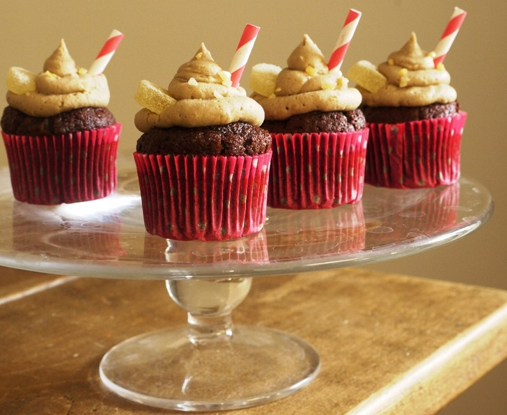 Chocolate Cola Cupcakes with Fizzy Cola Frosting