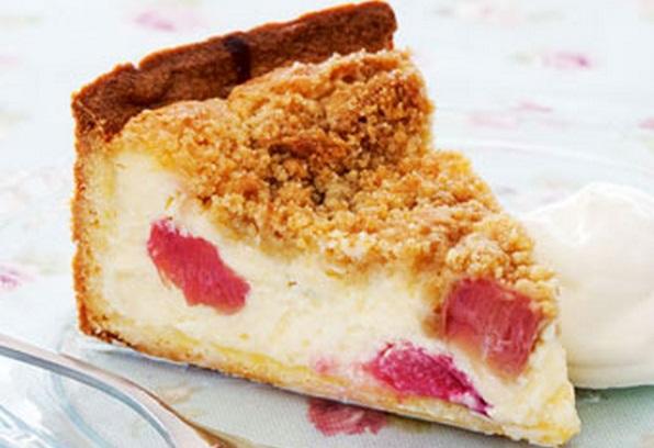 Rhubarb Crumble Cheesecake