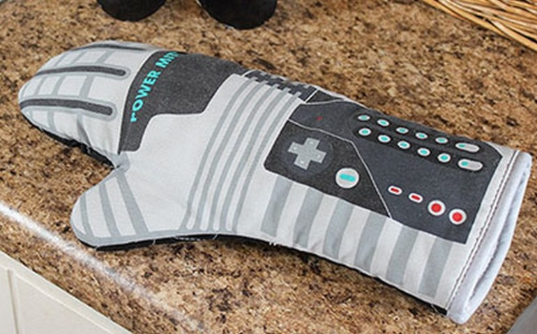 Nintendo Power Glove Oven Mitt