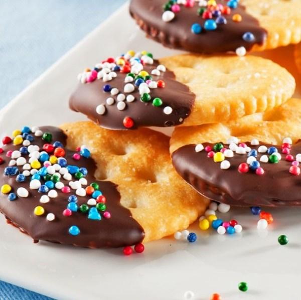 Ritz Cracker Chocolate-Dipped Bites