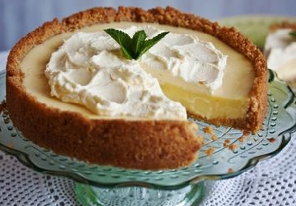 Key Lime And Elderflower Pie