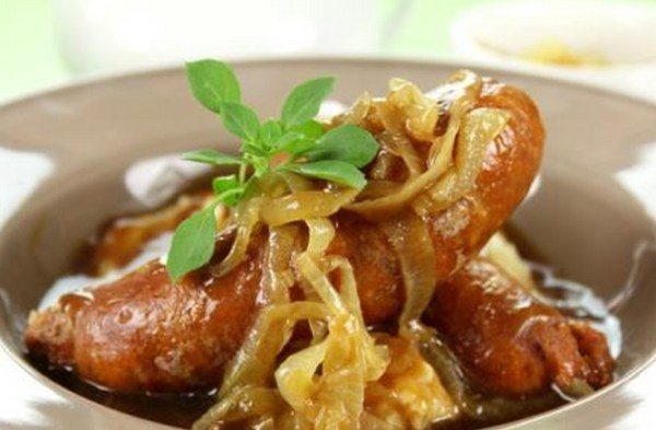 Mustardy Sausages With Onion And Apple