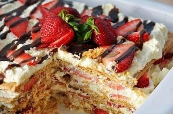 No-Bake Strawberry Icebox Cake Tray