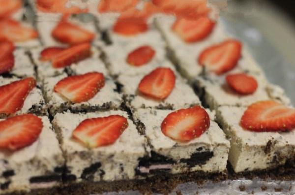 No-Bake Strawberry Oreo Cheesecake Tray