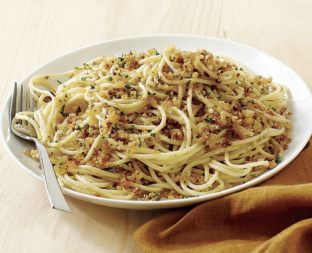 Spaghetti with Fresh Breadcrumbs & Garlic