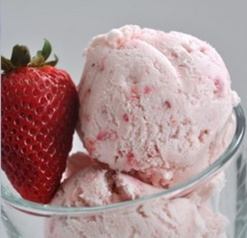 Eggless Strawberry Ice Cream
