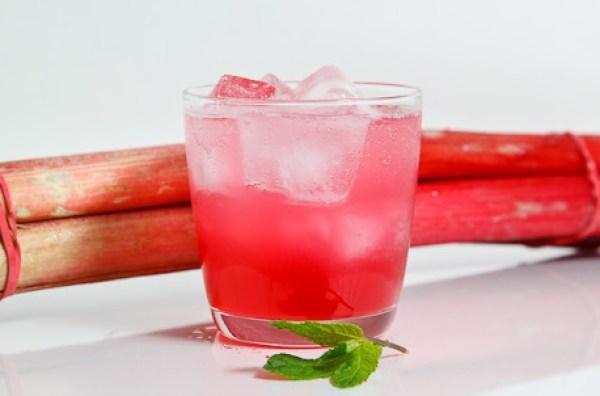Homemade Rhubarb Fizzy Drink