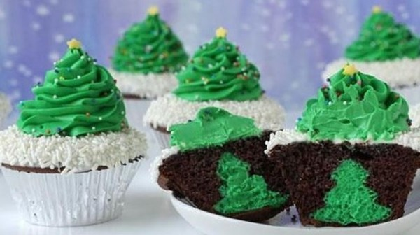 Christmas Tree Cheesecake Cupcakes