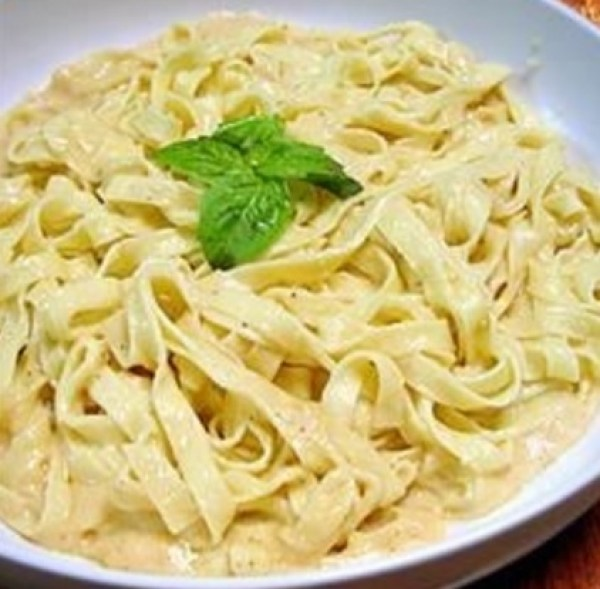 Top 10 Creamy & Cheesy Recipes For Fettuccine Alfredo