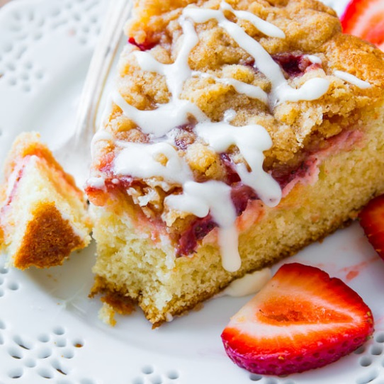 Strawberries 'n' Cream Crumb Cake
