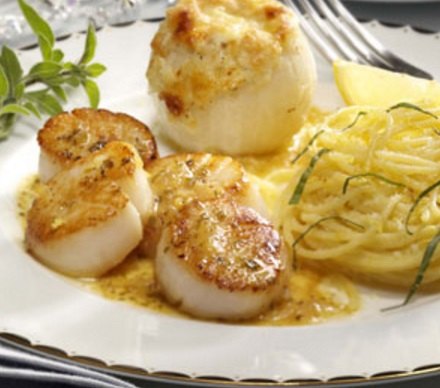 Pan-Fried Scallops with White Wine Reduction