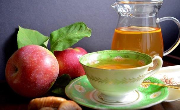 Homemade Apple Fig Herbal Tea