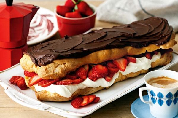 Jumbo Chocolate & Strawberry Eclairs