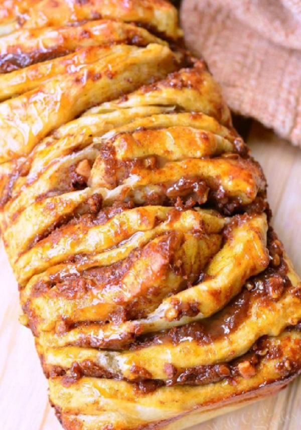 Pumpkin Caramel Pull-Apart Bread