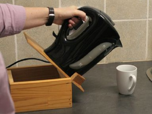 Health24 Wooden Kettle Tipping Stand