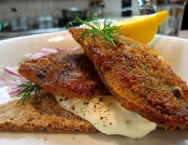 Fried Herring on Crisp Bread with Tartar Sauce