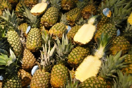 Ten Recipes for Food and Drinks You Can Make With a Pineapple