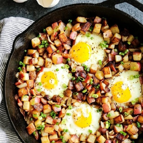 Skillet Fried Potatoes with Bacon and Eggs