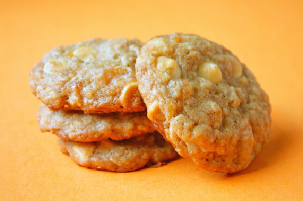 Dried Apricots And White Chocolate Cookies