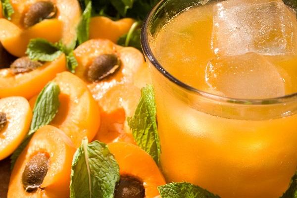 Apricot-Whiskey Smash