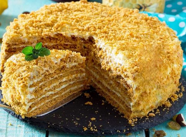 Traditional Moldovan Tort Smetanik (Madonna Cake)