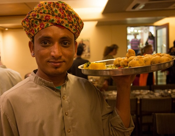 Ten Dos and Don'ts When Dining In India