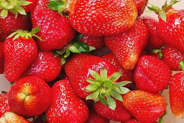Strawberries (58.8 mg - per 100 Grams)