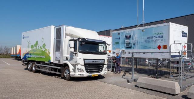 Mobile Wasserstofftankstelle im Einsatz
