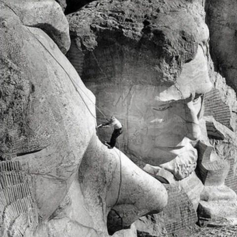 Reparador de grietas de las  esculturas de Monte Rushmore