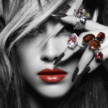 IVEA Nails - маникюр, педикюр, ноктопластика и козметични услуги.