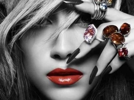 IVEA Nails – маникюр, педикюр, ноктопластика и козметични услуги.