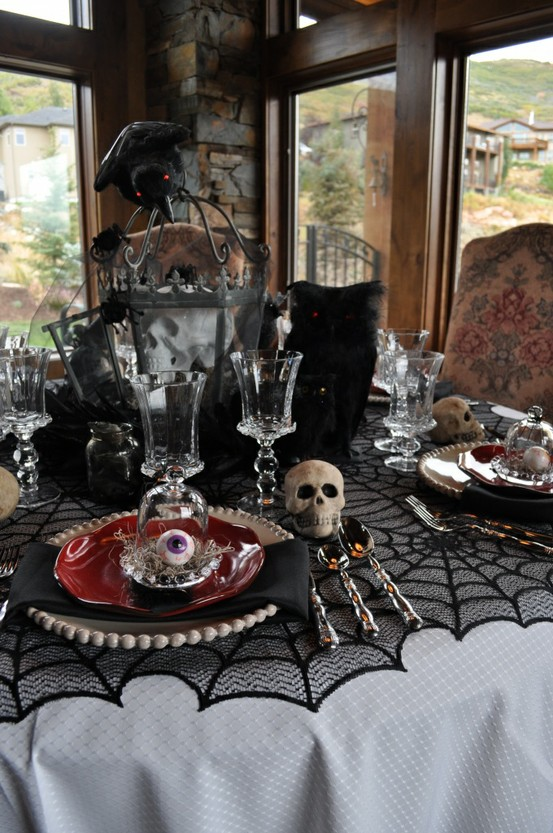 Cool And Spooky Halloween Table Decorations