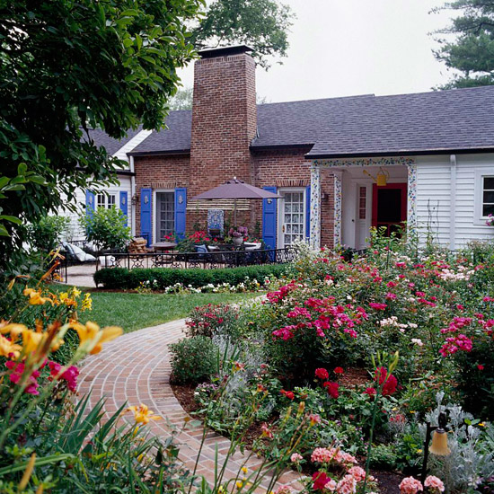 20 Outstanding Front Yard Landscaping Ideas That Will Make ... on Landscape Front Yard Ideas  id=96840
