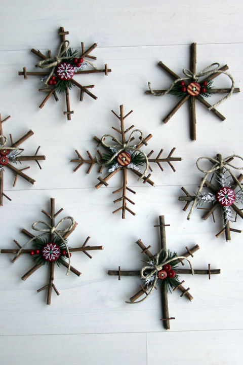 15 Easy To Make Christmas Ornaments In Just 5 Minutes