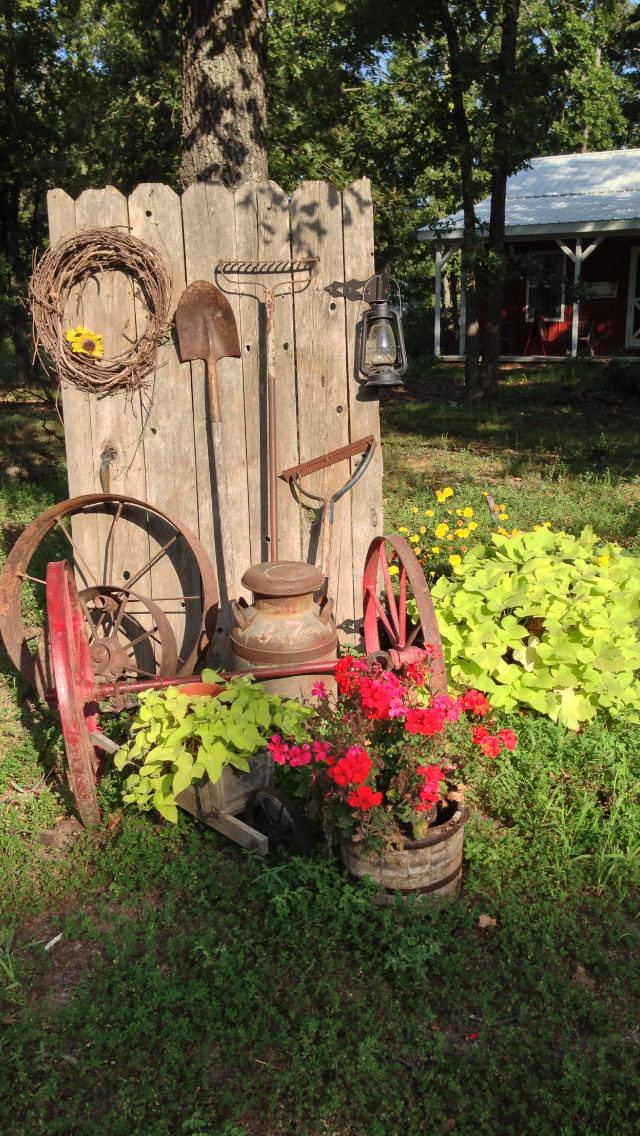 Stunning Country Garden Decorations That Are Worth Your Time on Garden Decor Ideas  id=74425