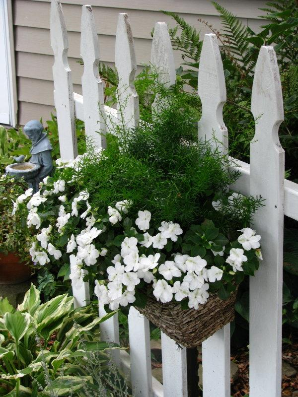 White Picket Fence Garden Ideas That Will Make You Say Wow