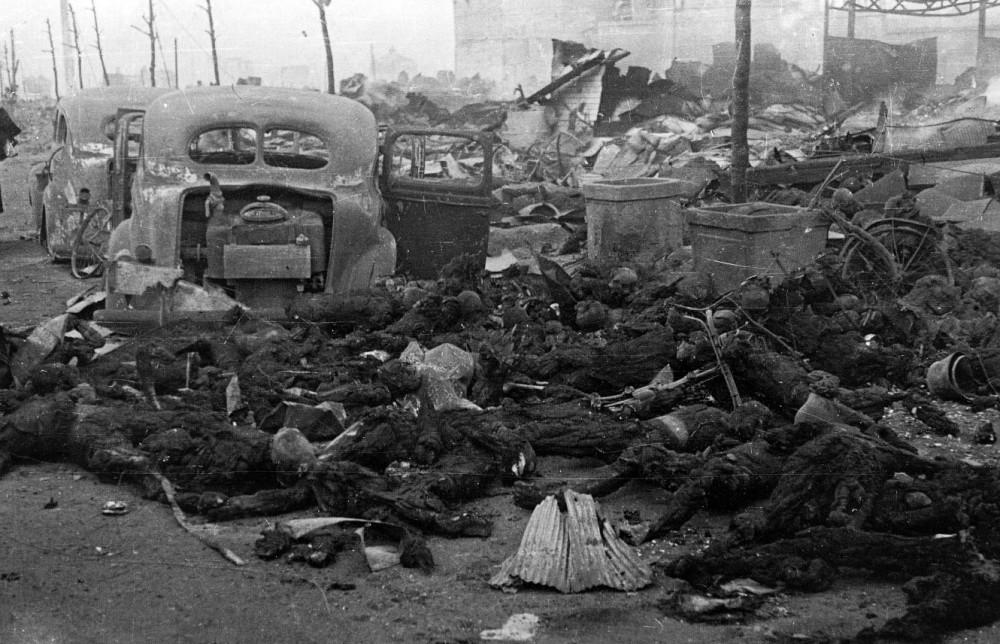 Ο βομβαρδισμός του Τόκυο από τους Αμερικάνους το 1945. Ποια η διαφορά;